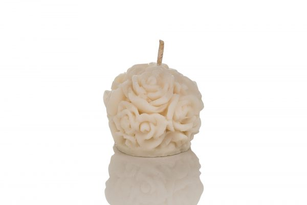 Candle decorated with roses made with lemongrass.